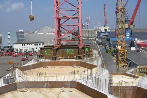 Fundament der Getreidesilos im Hafen von Brake