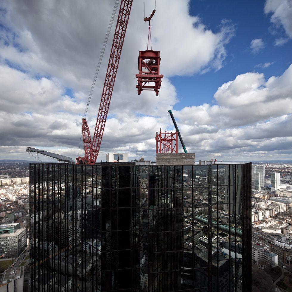 WILBERT Kran auf dem Dach des Deutsche Bank Hochhaus