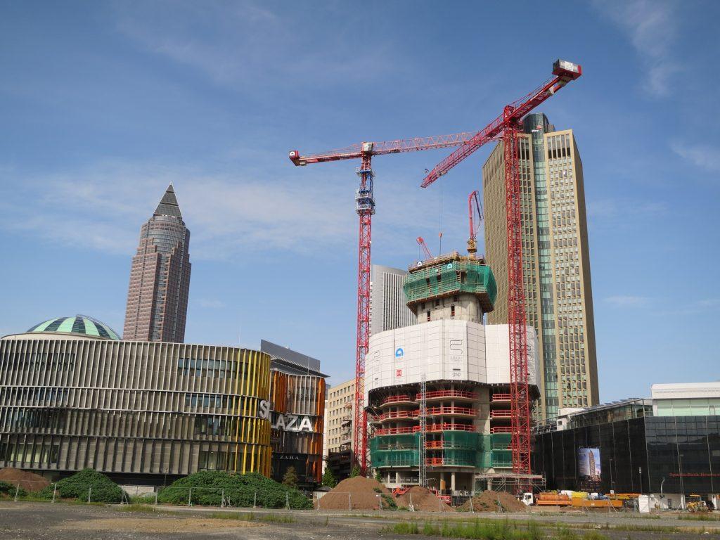 Foto von den ersten Stockwerken des Grand Towers in Frankfurt mit zwei WT 420 e.tronic