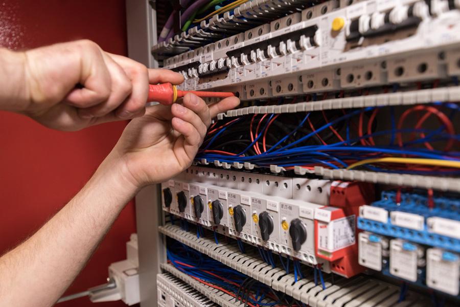 Elektroniker / Elektronikerin