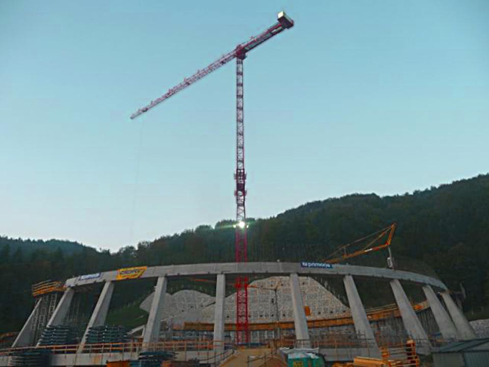 Foto vom Kühlturm-Fundament in Sostanj und unserem WT 300 e.tronic in Kühlturmausführung