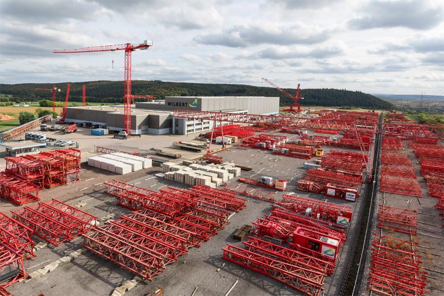 Luftaufnahme vom WILBERT Werksgelände und der Freifläche, die als Lager und Testgelände genutzt wird