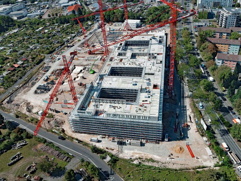 Luftaufnahme der Baustelle Polizeipräsidium Offenbach mit 5 WT 650 e.tronic