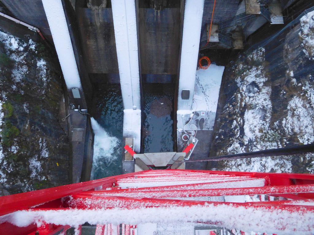 Foto vom Auslauf der Staudammmauer und dem Kranfundement