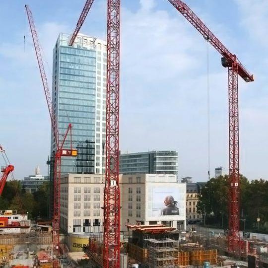 Mehrere WILBERT Krane an der neuen OpernTurm Baustelle